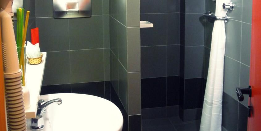 il bagno dell'appartamento Petalo